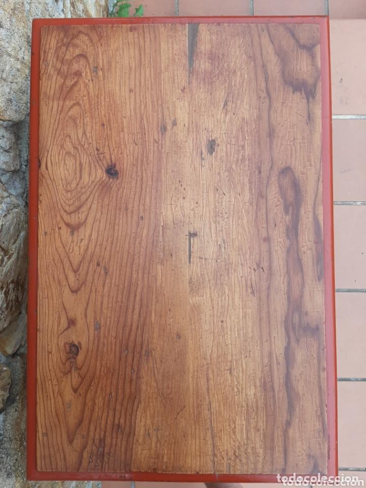 Antigüedades: PRECIOSA MESA DE MADERA DE PINO - MESITA AUXILIAR - AÑOS 30-40 - Foto 10 - 173084055