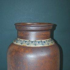 Antigüedades: GRAN JARRÓN DE CERÁMICA DE VALDEMORILLO - ASO - GRES - DECORACIÓN GEOMÉTRICA - LÁMPARA - AÑOS 60. Lote 173112864
