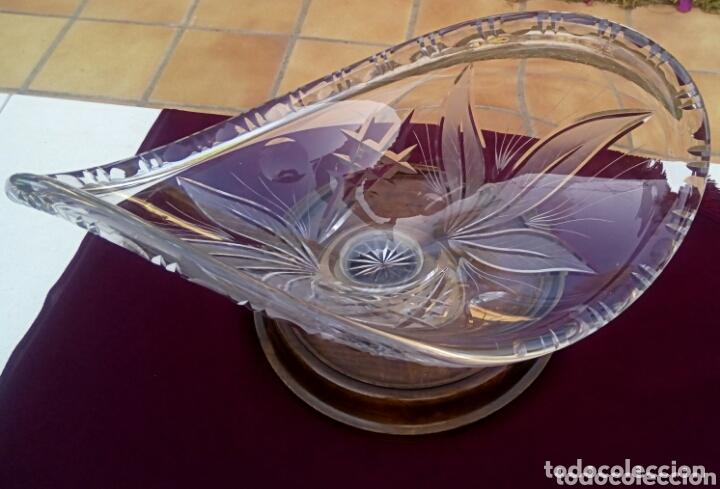 Antigüedades: Centro de mesa de cristal de Bohemia tallado a la muela. Base plateada. - Foto 6 - 173120275