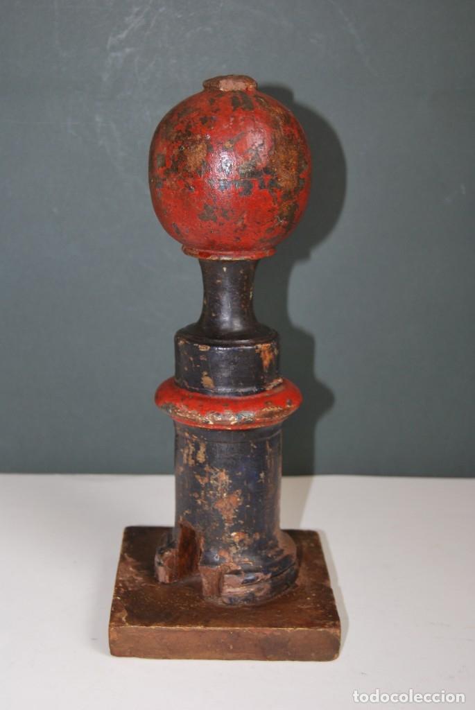 Antigüedades: REMATE DE MADERA - ESCALERA O BARANDILLA - ESQUINERO - SIGLO XVIII - Foto 2 - 173120542
