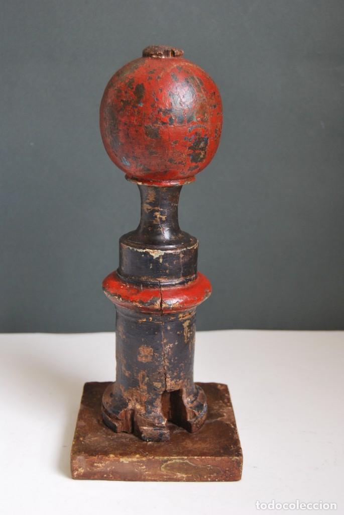 Antigüedades: REMATE DE MADERA - ESCALERA O BARANDILLA - ESQUINERO - SIGLO XVIII - Foto 4 - 173120542