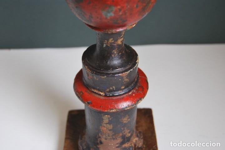 Antigüedades: REMATE DE MADERA - ESCALERA O BARANDILLA - ESQUINERO - SIGLO XVIII - Foto 7 - 173120542