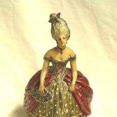 Antigüedades: MADAME POMPADOUR DE PASTA DE MADERA, ESCUELA ARTESANIA OLOT. MED. 16 X 25 CM. Lote 173181778