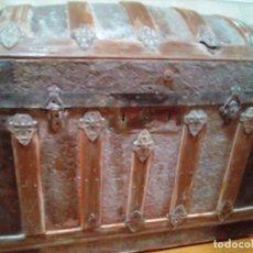 Antigüedades: ANTIGUO BAUL DE MADERA Y HIERRO. Lote 173194625