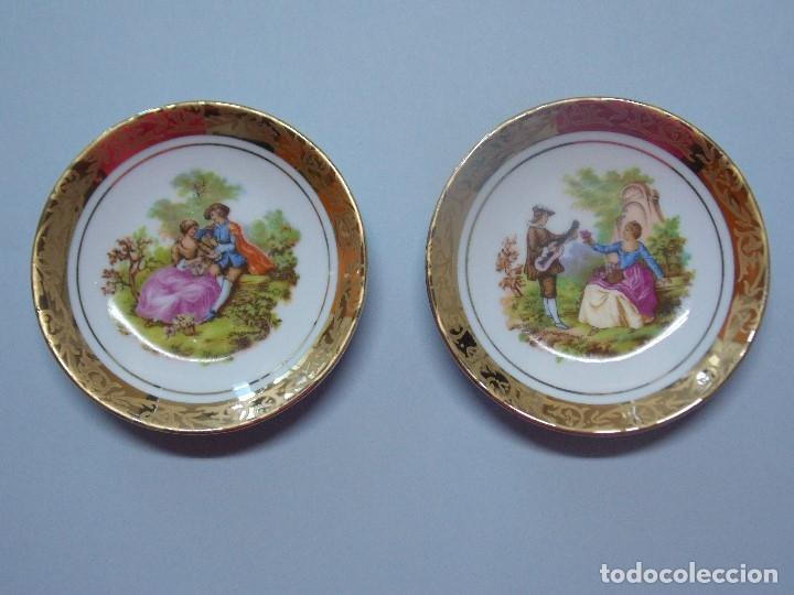 2 PLATITOS PORCELANA - ESCENA ROMANTICA ILUSTRACION FRAGONARD - DIAMETRO 10 CM ... L226 (Antigüedades - Porcelanas y Cerámicas - Otras)