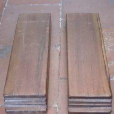 Antigüedades: PAREJA DE CANES DE PINO BARNIZADO. Lote 173240890