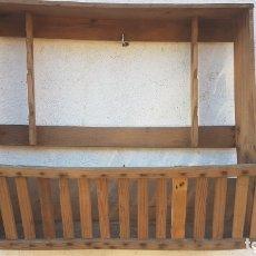 Antigüedades: MAGNIFICO ANTIGUO PLATERO MADERA RUSTICO. Lote 173285907