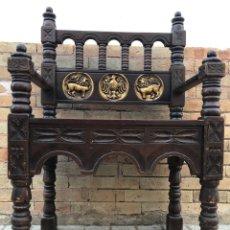 Antigüedades: SILLON CASTELLANO DE MADERA TALLADA ANTIGUO. Lote 173355414