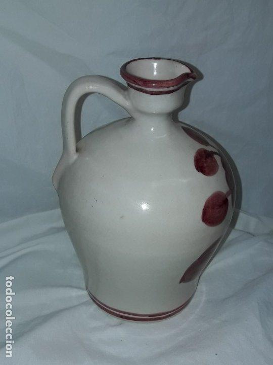 Antigüedades: Preciosa jarra vinagrera aceitera Cerámica Puente del Arzobispo hecha y pintada a mano 21cm - Foto 2 - 173409309