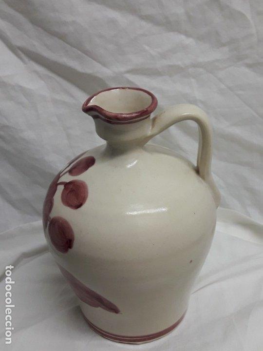 Antigüedades: Preciosa jarra vinagrera aceitera Cerámica Puente del Arzobispo hecha y pintada a mano 21cm - Foto 3 - 173409309