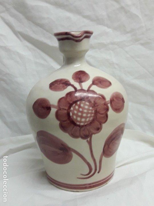 Antigüedades: Preciosa jarra vinagrera aceitera Cerámica Puente del Arzobispo hecha y pintada a mano 21cm - Foto 5 - 173409309