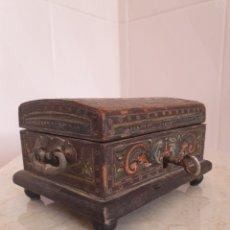 Antigüedades: PRECIOSO Y ANTIGUO COFRE JOYERO REALIZADO EN MADERA. Lote 123281512