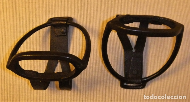 Antigüedades: PAREJA DE ESTRIBOS ESPAÑOLES DE HIERRO FORJADO - Foto 4 - 173456689