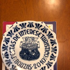 Antigüedades: PLATO EDICIÓN NUMERADA 500 EJEMPLARES FESTAS DE BOUZAS 2010 SARGADELOS. Lote 173508615