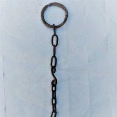 Antigüedades: CADENA DE 43 CMS CON ARGOLLA DE 7,5 CMS DE DIÁMETRO. Lote 173519509