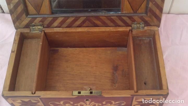 Antigüedades: caja costurera siglo xviii con taracea o marqueteria de frutales ,cajones en el interior - Foto 3 - 173549574