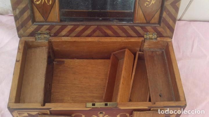 Antigüedades: caja costurera siglo xviii con taracea o marqueteria de frutales ,cajones en el interior - Foto 5 - 173549574