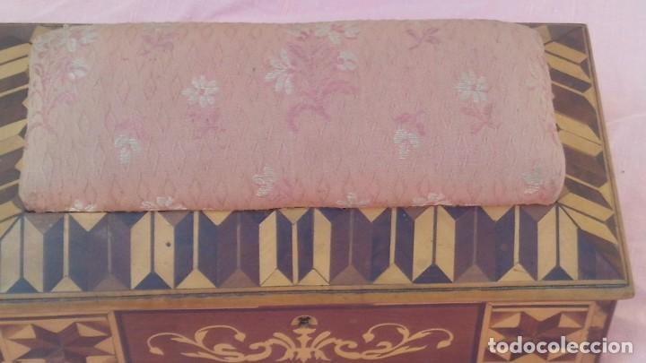 Antigüedades: caja costurera siglo xviii con taracea o marqueteria de frutales ,cajones en el interior - Foto 8 - 173549574