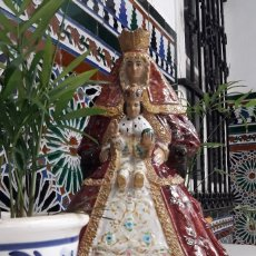 Antigüedades: VIRGEN DE LOS REYES (PATRONA DE SEVILLA). BARRO VIDRIADO. ALFARERÍA DE TRIANA.. Lote 173561063