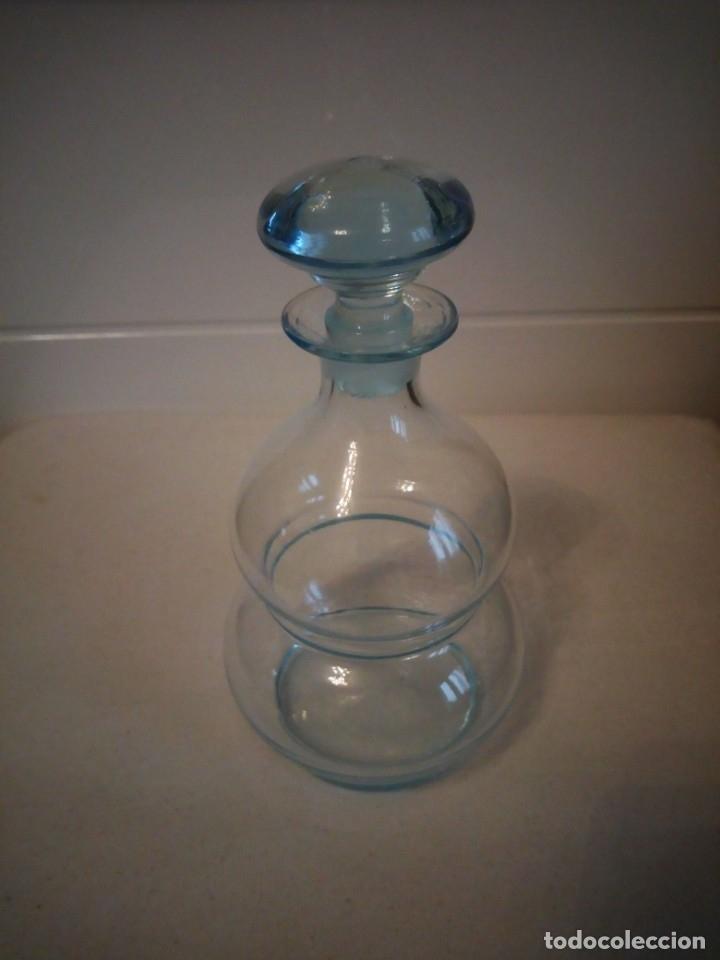 Antigüedades: Preciosa licorera de cristal soplado ,color azul - Foto 2 - 173579197