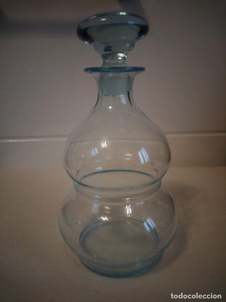 Antigüedades: Preciosa licorera de cristal soplado ,color azul - Foto 3 - 173579197