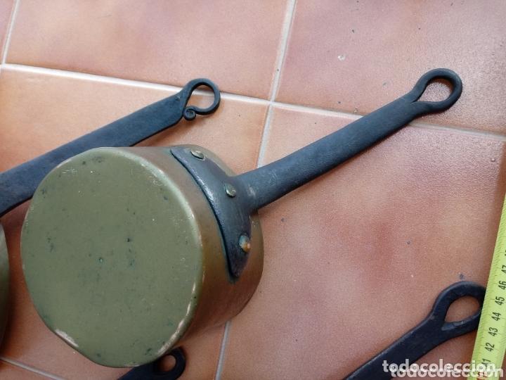 Antigüedades: Antiguas cazuelas o cazos de cobre y mangos de forja - Foto 4 - 173581638