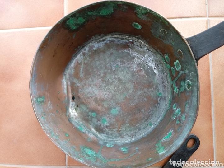 Antigüedades: Antiguas cazuelas o cazos de cobre y mangos de forja - Foto 14 - 173581638