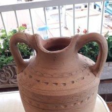 Antigüedades: JARRO DE BARRO ANTIGUO MEDIDAS 40 CM X 25 CM AÑOS 50. Lote 173592947
