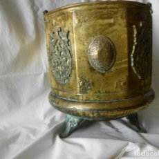 Antigüedades: CARBONERA ANTIGUA DE BRONCE REMACHADA SIGLO XVIII. Lote 173592997