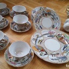 Antigüedades: EXPLENDIDO JUEGO DE PORCELANA DE CAFE Y 6 PLATOS EMPOSTRE SELADO 18%GOLD ,MAD CHINA. Lote 173606115