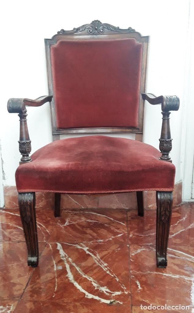 SILLÓN TIPO TRONO DE MADERA TALLADA Y TERCIOPELO. (Antigüedades - Muebles Antiguos - Sillones Antiguos)