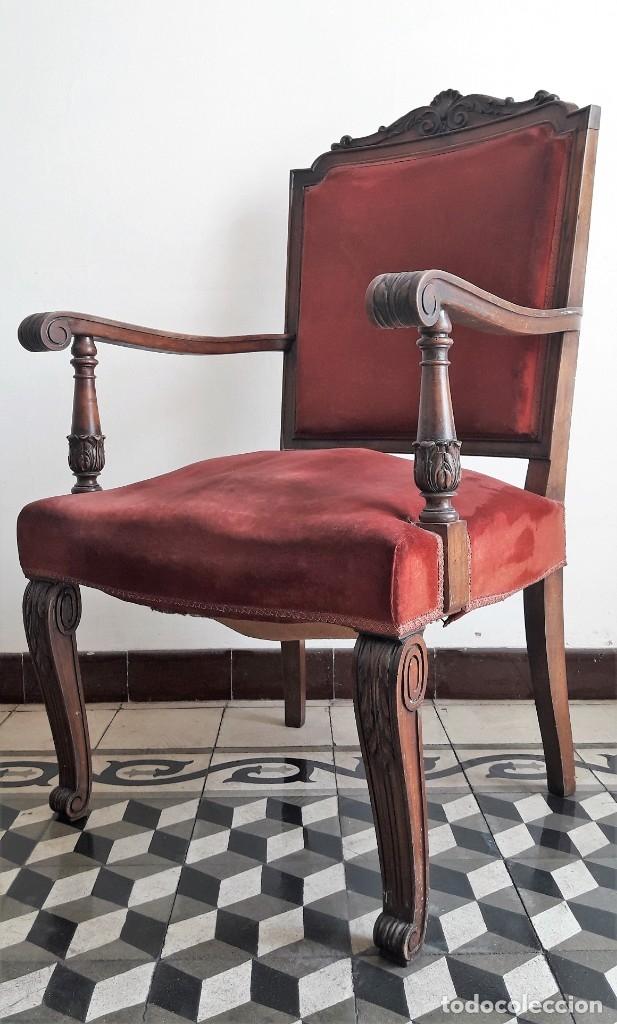 Antigüedades: SILLÓN TIPO TRONO DE MADERA TALLADA Y TERCIOPELO. - Foto 2 - 173606988