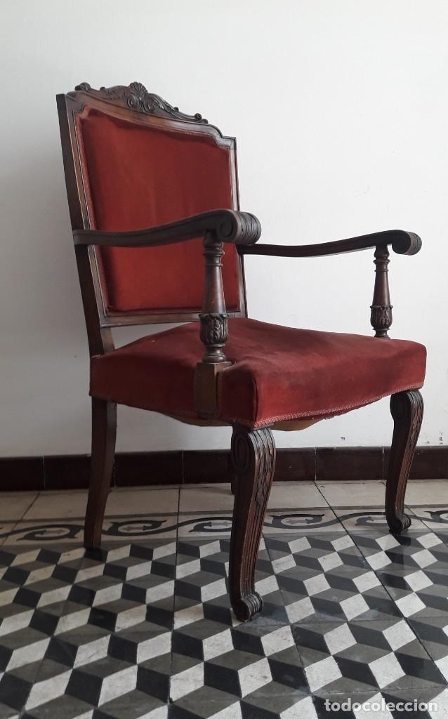 Antigüedades: SILLÓN TIPO TRONO DE MADERA TALLADA Y TERCIOPELO. - Foto 3 - 173606988