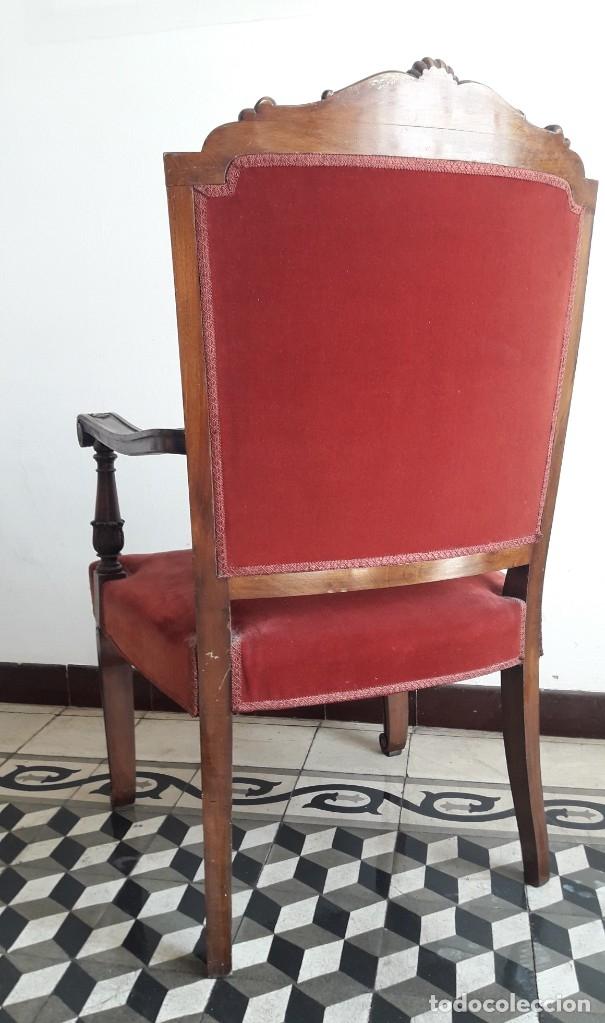 Antigüedades: SILLÓN TIPO TRONO DE MADERA TALLADA Y TERCIOPELO. - Foto 4 - 173606988