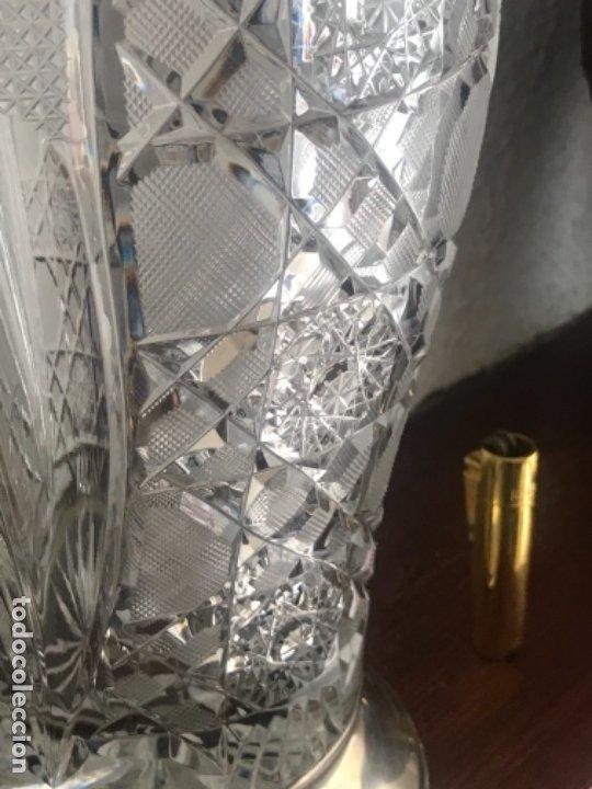 Antigüedades: Gran Jarrón - centro de mesa - cristal tallado Bohemia -base de plata de ley - con punzones . - Foto 7 - 173620612