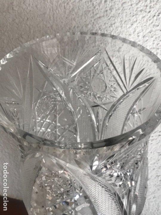 Antigüedades: Gran Jarrón - centro de mesa - cristal tallado Bohemia -base de plata de ley - con punzones . - Foto 10 - 173620612