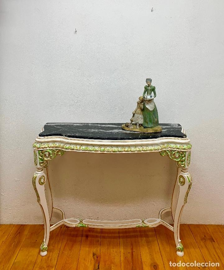 Antigüedades: CONSOLA RESTAURADA FONDO BLANCO CON DETALLES EN VERDE Y ORO, MARMOL NEGRO, 107 CM. - Foto 5 - 173623775