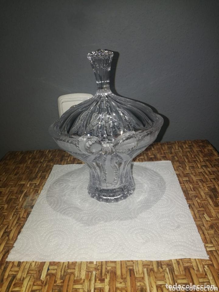 BOMBONERA ANTIGUA PRECIOSA DE CRISTAL GRUESO TALLADO (Antigüedades - Cristal y Vidrio - Otros)