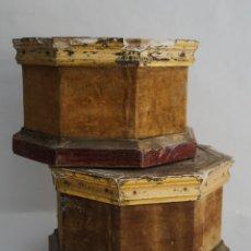 Antigüedades: PEANA BASE DE MADERA DORADA PARA VIRGEN O SANTO. Lote 173648777