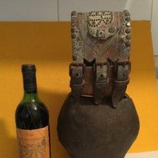 Antigüedades: ESPECTACULAR CENCERRO DESCOMUNAL CON BADAJO DE HUESO. Lote 173649870