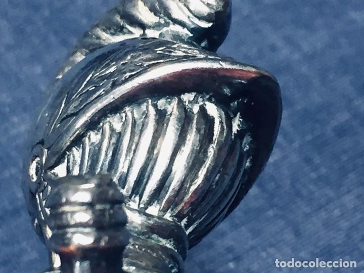 Antigüedades: PALILLERO BRONCE PLATEADO NEO RENACIMIENTO CASCO YELMO PENACHO CLAVAS CRUZADAS 11X5X5CMS - Foto 6 - 173650509