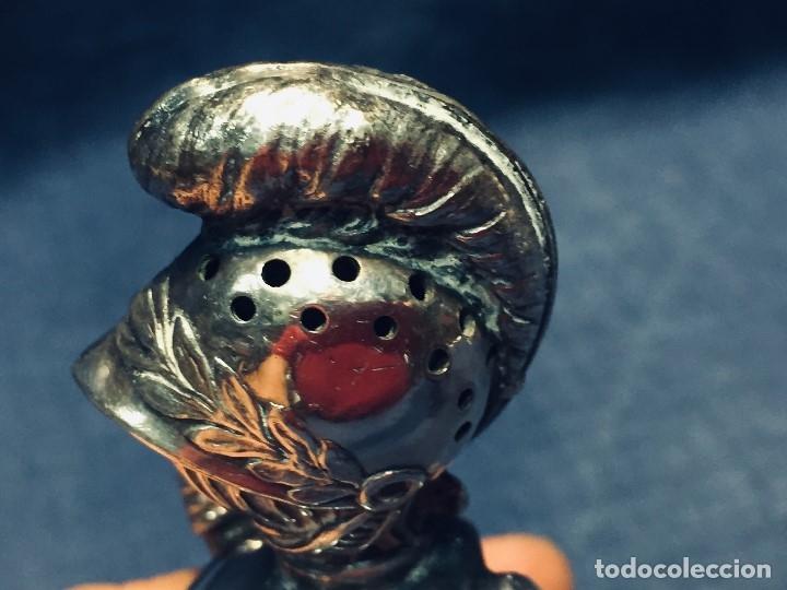 Antigüedades: PALILLERO BRONCE PLATEADO NEO RENACIMIENTO CASCO YELMO PENACHO CLAVAS CRUZADAS 11X5X5CMS - Foto 8 - 173650509
