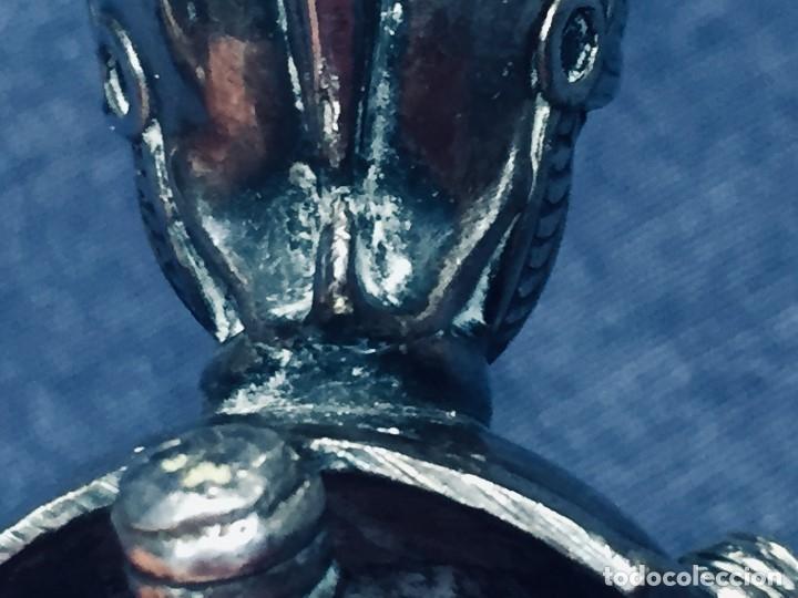 Antigüedades: PALILLERO BRONCE PLATEADO NEO RENACIMIENTO CASCO YELMO PENACHO CLAVAS CRUZADAS 11X5X5CMS - Foto 11 - 173650509