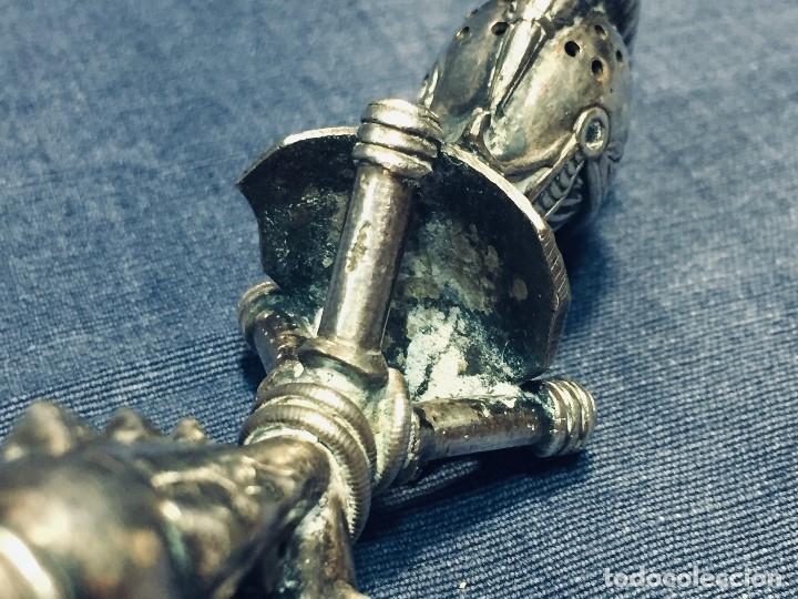 Antigüedades: PALILLERO BRONCE PLATEADO NEO RENACIMIENTO CASCO YELMO PENACHO CLAVAS CRUZADAS 11X5X5CMS - Foto 22 - 173650509
