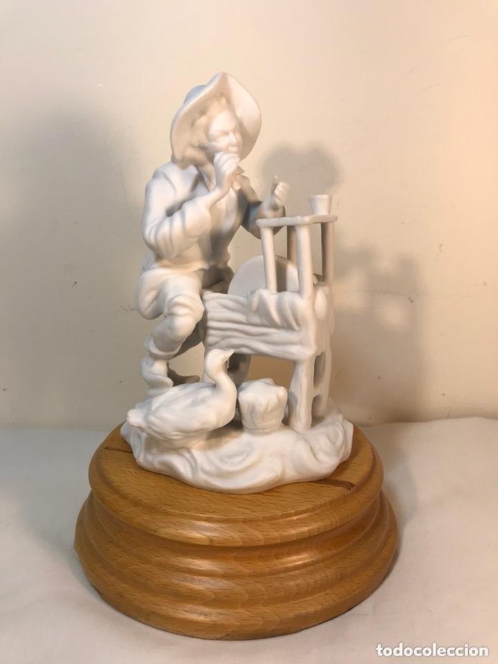 FIGURA PORCELANA BISCUIT- CEBREROS- AFILADOR- 19 CM (Antigüedades - Porcelanas y Cerámicas - Otras)