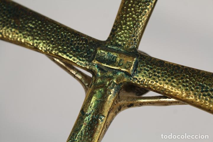 Antigüedades: cristo romanico de metal en cruz de bronce con cristales - Foto 8 - 173698463