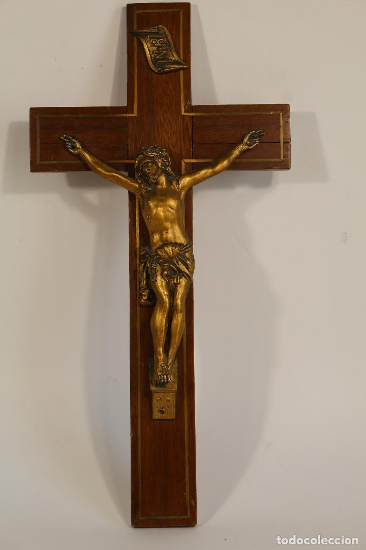 Antigüedades: cristo de bronce en cruz de de madera - Foto 2 - 173699512