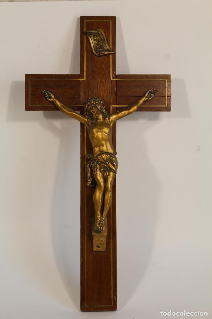 CRISTO DE BRONCE EN CRUZ DE DE MADERA (Antigüedades - Religiosas - Cruces Antiguas)