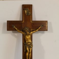 Antigüedades: CRISTO DE BRONCE EN CRUZ DE DE MADERA. Lote 173699512