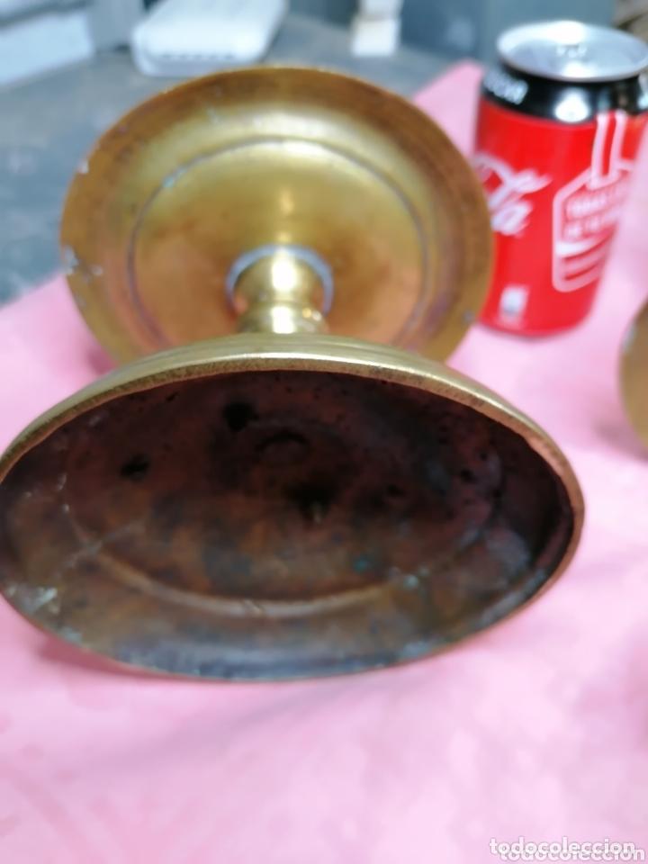 Antigüedades: Pareja de candeleros de carrete espectaculares grande de bronce - Foto 5 - 173744455